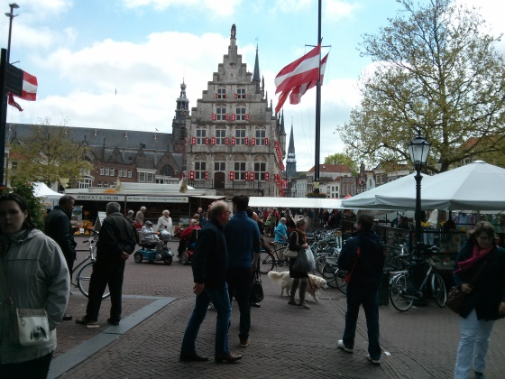 The Markt square, with the Old City Hall in the background