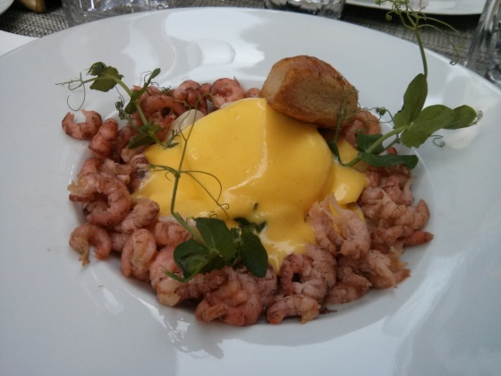 Koen's starter: North Sea shrimp with a poached egg and Hollandaise sauce