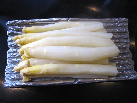 Peeled and boiled white asparagus on our asparagus plate