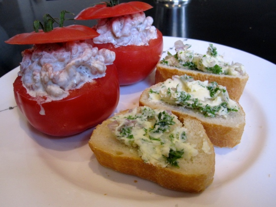 Tomate aux crevettes with baguette and garlic butter