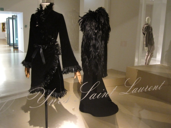 Yves Saint Laurent, Haute-Couture Autumn-Winter 1968-1969; Short velvet evening dress, trimmed  with feathers