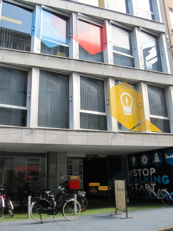 Located on the Lange Klarenstraat 19