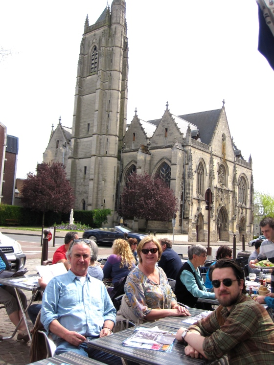 Lunch at Le Central with a beautiful view of the Église Saint-Jean-Baptiste de Péronne