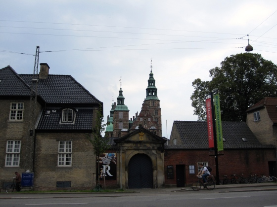 Passing the Rosenborg Castle