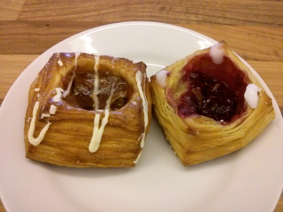 This is techanically from the very last day! Breakfast before heading back to Belgium: gooseberry and raspberry Danishes!