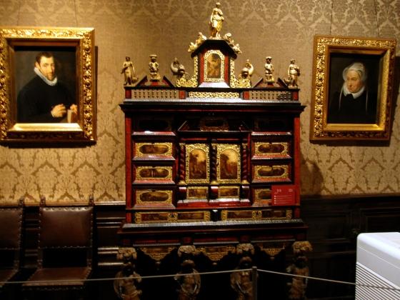 An Antwerp cabinet