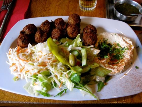 Koen's falafel and hummus plate