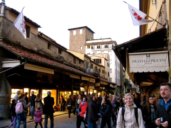 Approaching the Ponte Vecchio - so busy!