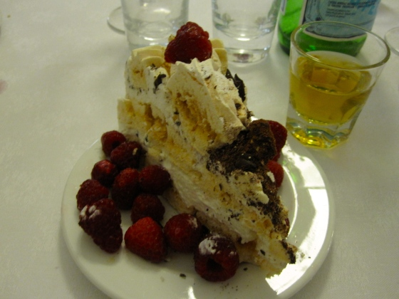 The rest of us ordered the meringue cake with raspberries